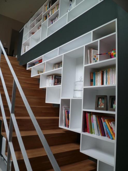 biblioth que contemporaine et escalier en ch ne. Black Bedroom Furniture Sets. Home Design Ideas