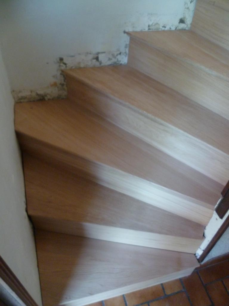 habillage d 39 escalier en b ton. Black Bedroom Furniture Sets. Home Design Ideas